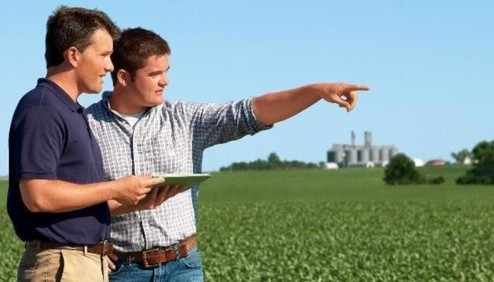 How to Become a Farm Manager in the US
